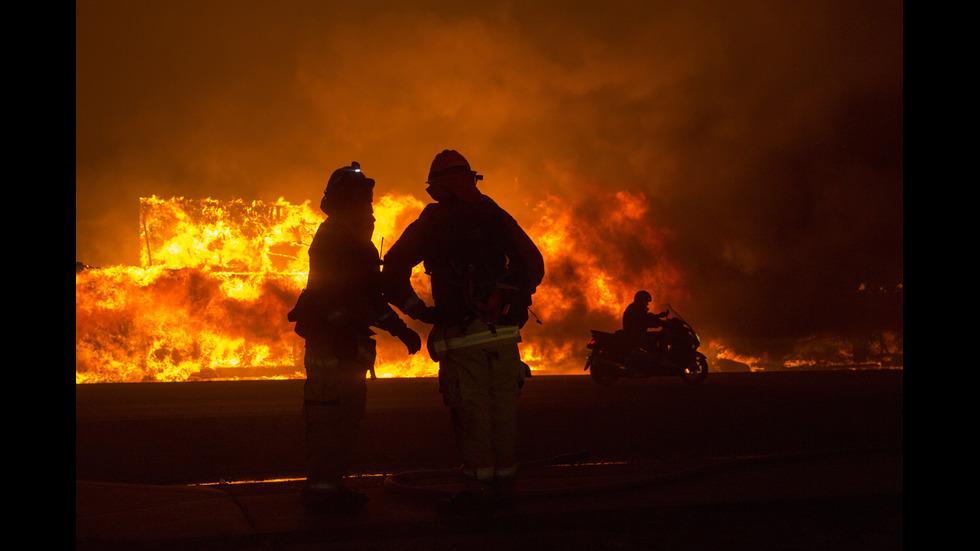 ОГНЕН АД: Горски пожар изпепели десетки къщи в Калифорния, има жертви