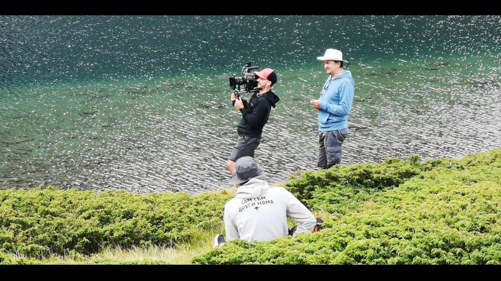Ансамбли опитаха да направят най-дългото хоро край Седемте рилски езера