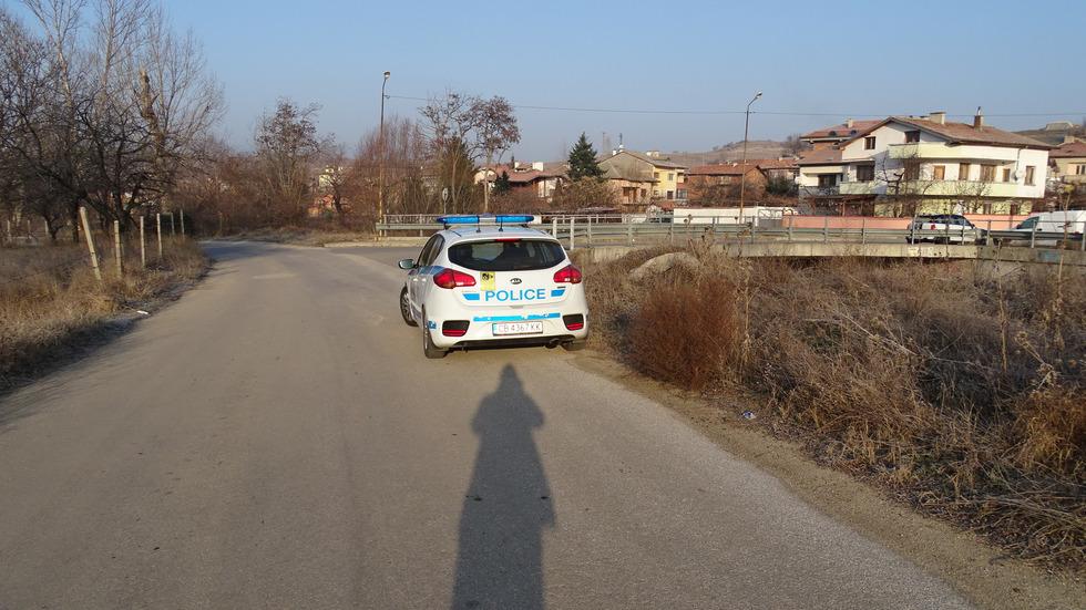 Кола излетя от пътя, има пострадала жена