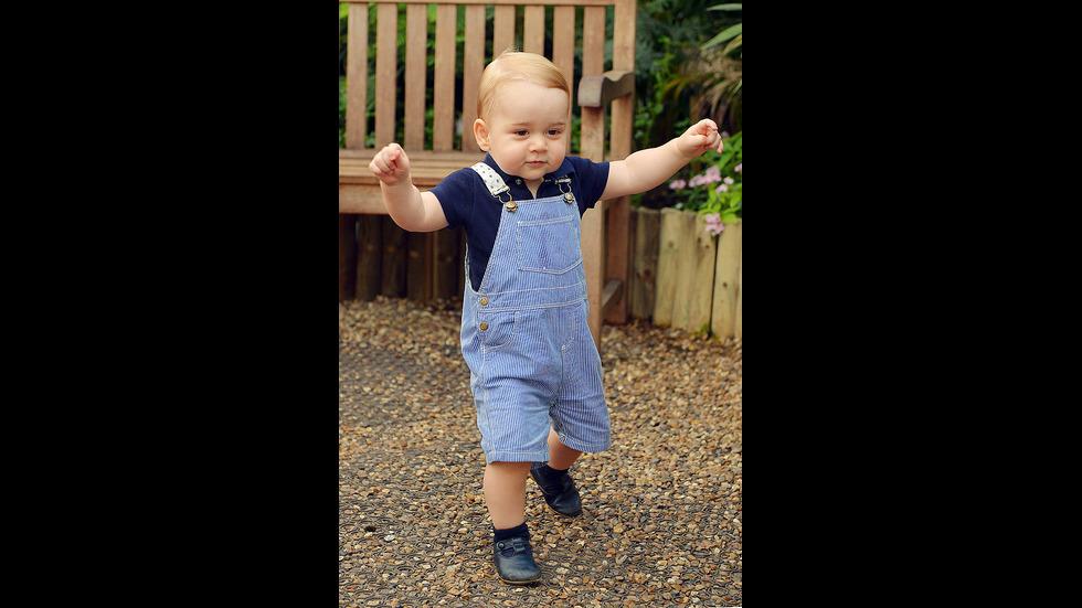 """Принц Джордж и неговата """"запазена марка"""" - късите панталонки"""