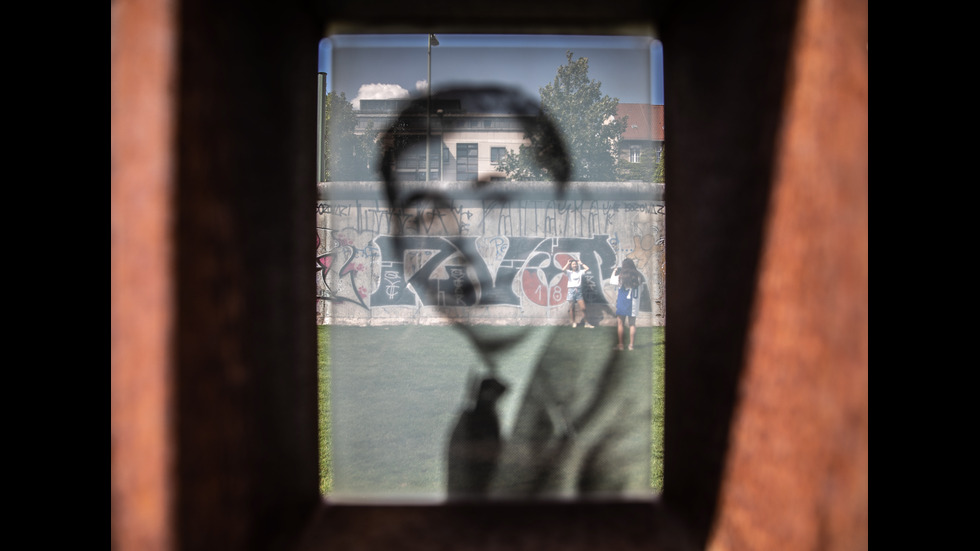 58 години от издигането на Берлинската стена