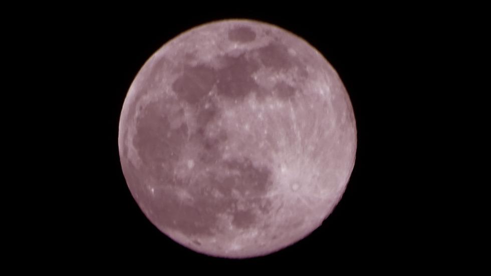 Супер Луната в снимки