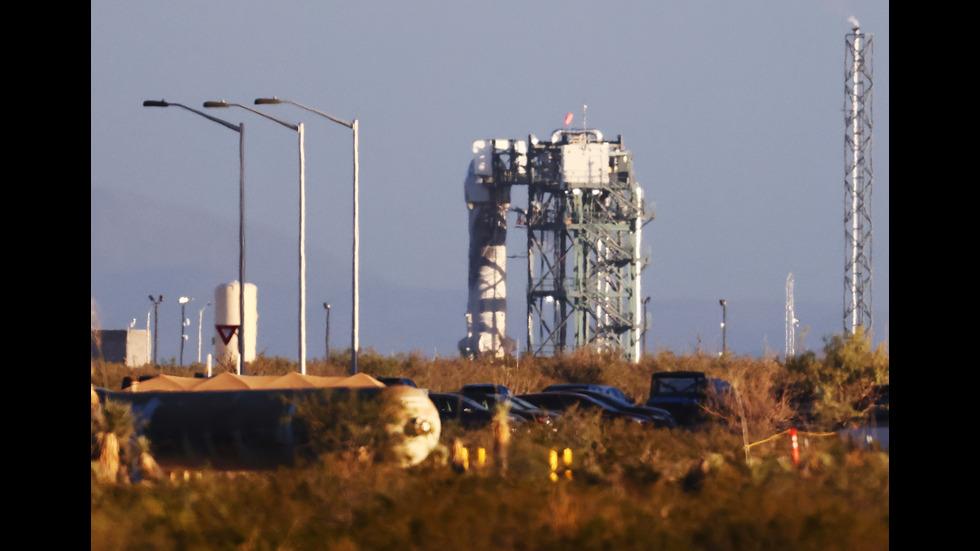 """Космическите туристи на """"Блу ориджин"""" се приземиха"""