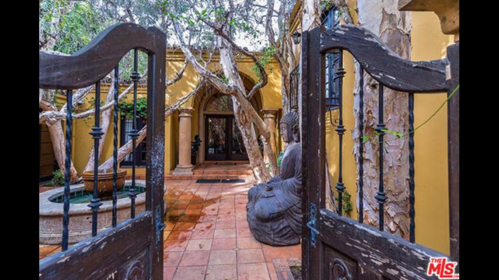 Кендъл Дженър купи имението на Чарли Шийн за 8,5 млн. долара
