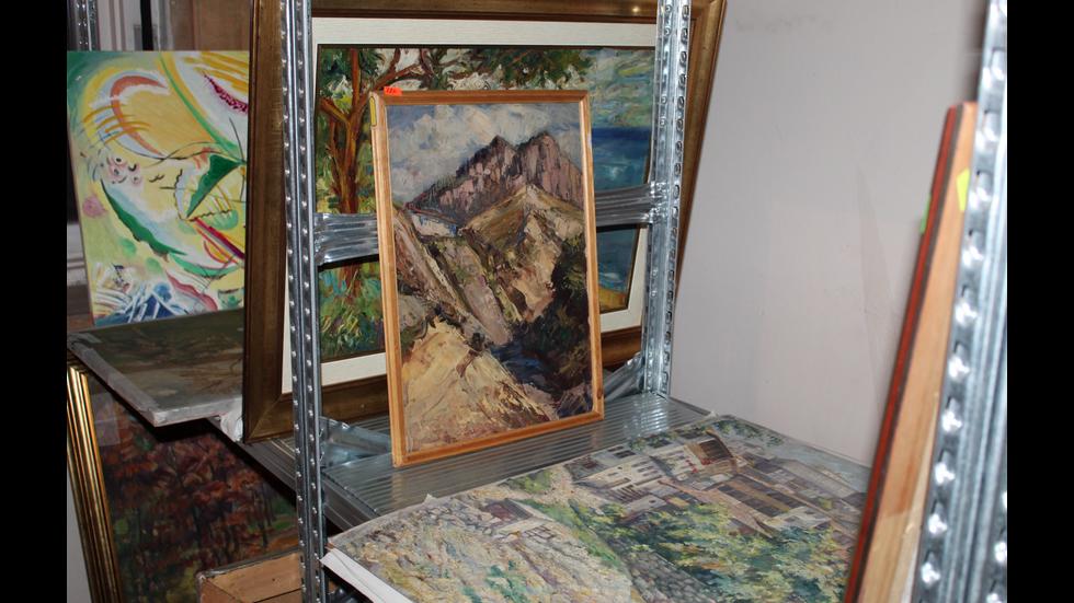 Иззеха още 1418 картини и 45 графики от офис на Божков