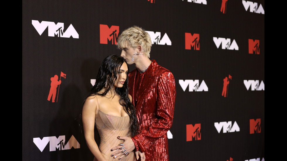 Меган Фокс се появи с прозрачна рокля на наградите на MTV