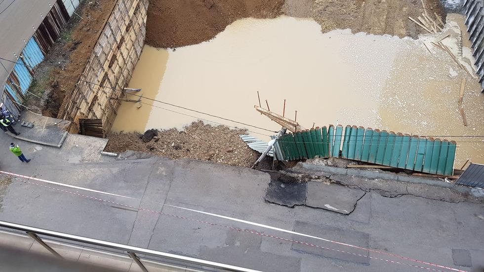 Срути се укрепление на строеж в София