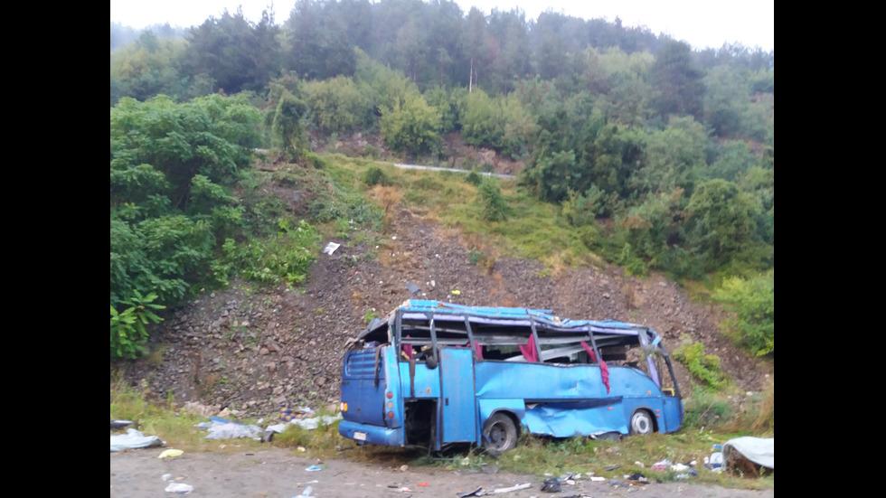След автобусната катастрофа край Своге с десетки жертви