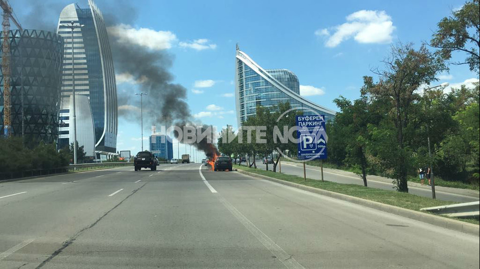 """Кола се запали на """"Цариградско шосе"""" в София"""