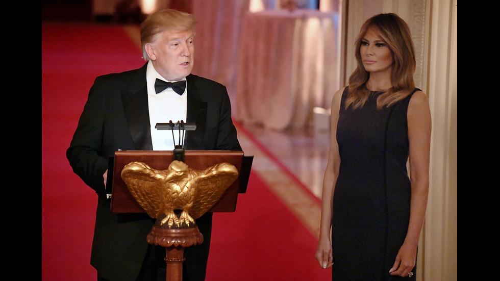 Стопанката на Белия дом с изумително красива рокля на вечерята в Белия дом
