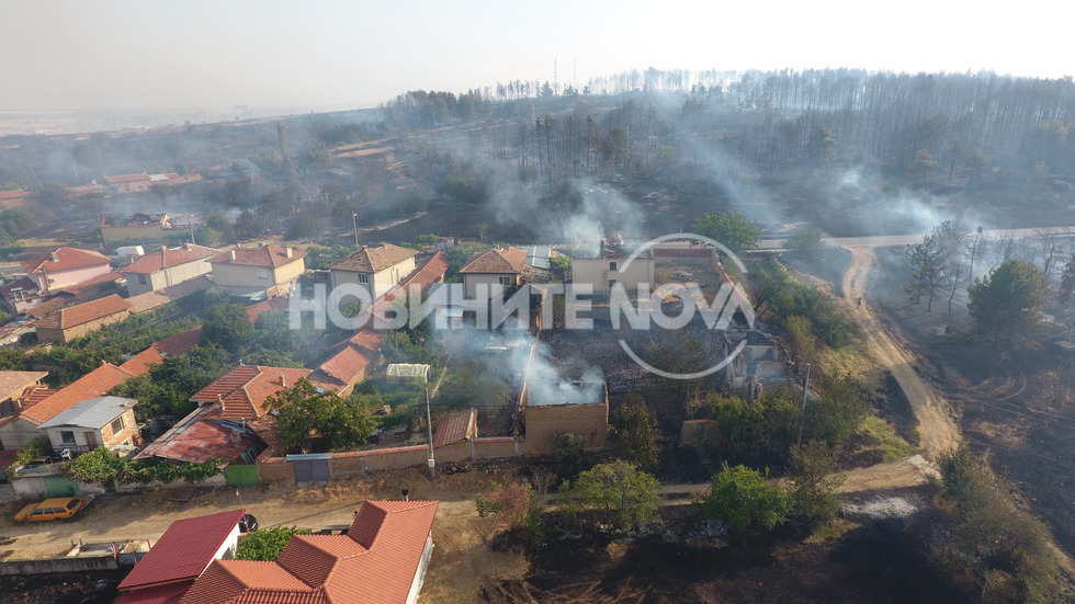 Огромен пожар унищожи къщи в Старосел
