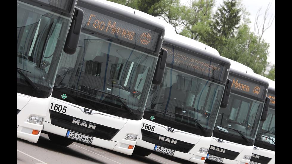 """Йорданка Фандъкова инспектира нови автобуси в гараж """"Земляне"""""""