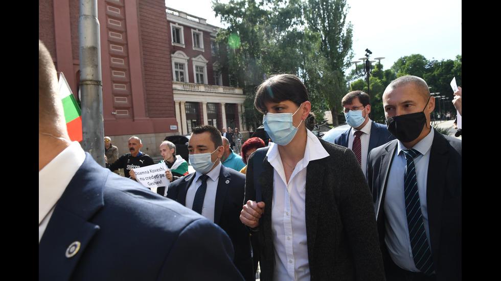 Лаура Кьовеши пристигна на изненадваща двудневна визита в България