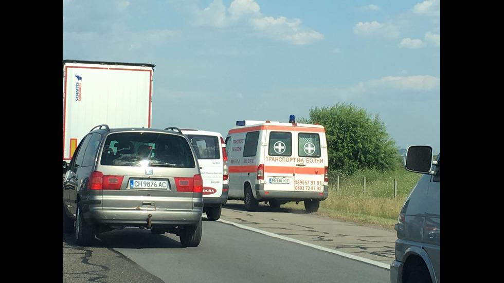 """КИЛОМЕТРИЧНО ЗАДРЪСТВАНЕ НА """"ТРАКИЯ"""": Има линейки и полиция - NOVA"""