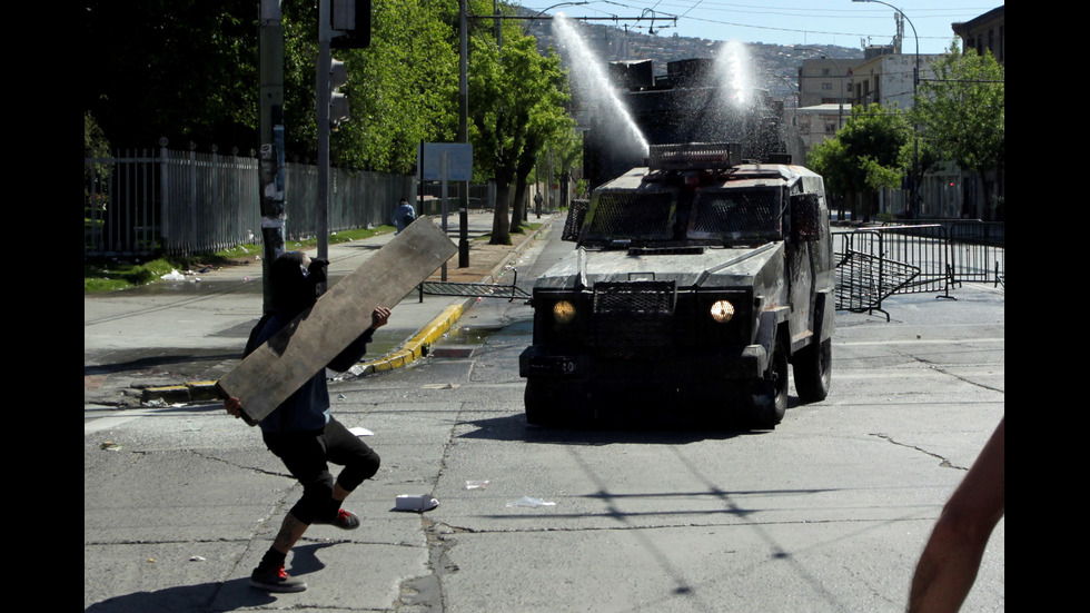 Безредици в Чили взеха най-малко 10 жертви