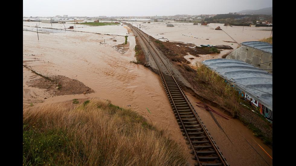 """Циклонът """"Глория"""" разруши мостове и прекъсна жп линии в Испания"""