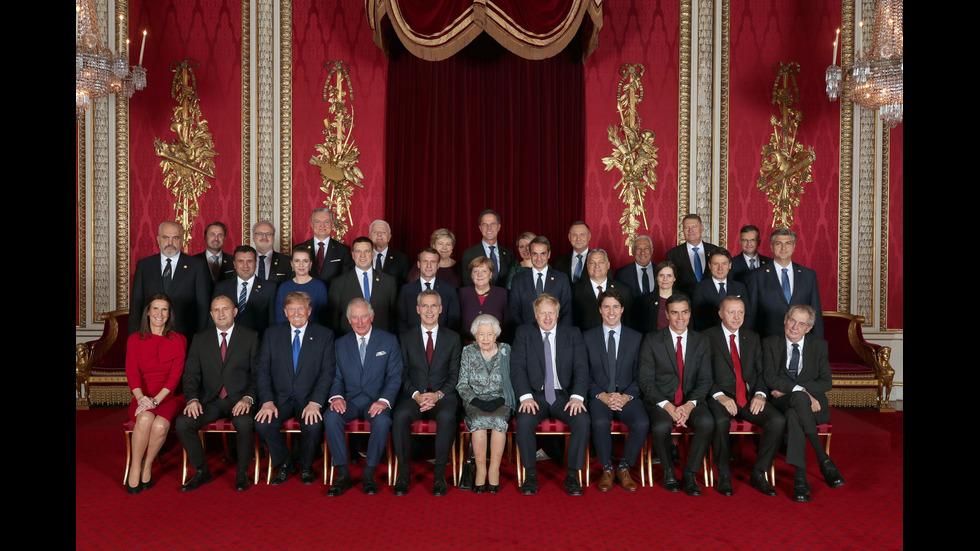 Радев до Тръмп на обща снимка в Бъкингамския дворец