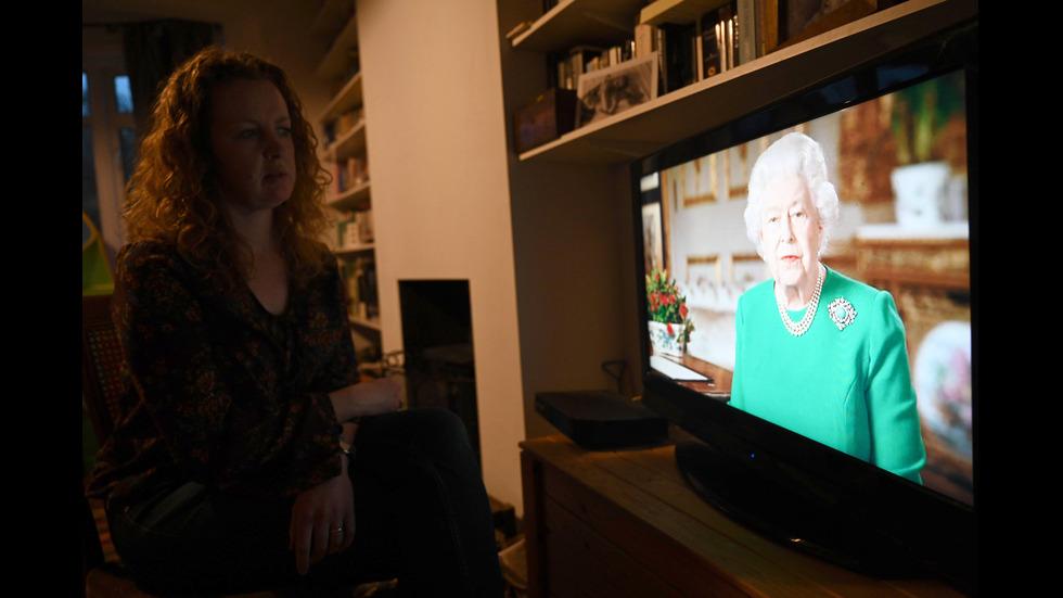 Кралица Елизабет II: Заедно ще се справим с COVID-19