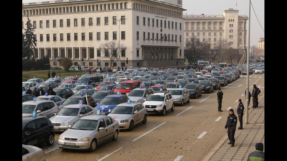 Автоинструктори на протест в София