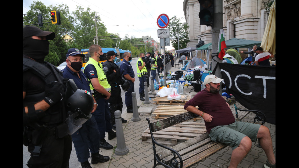 Полиция вдигна блокадите на кръстовищата в страната