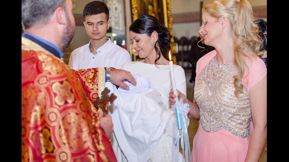 Кръстиха малкия Ники, роден в самолет