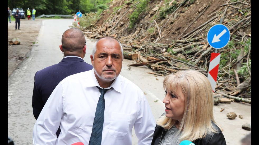 Борисов: Техника и алпинисти укрепват срутището край Рилския манастир