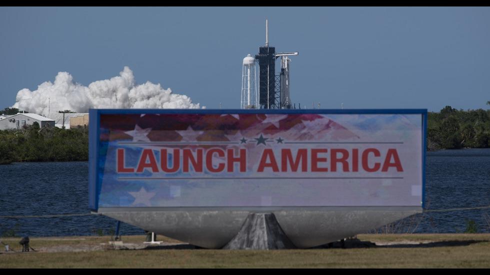ИСТОРИЧЕСКА МИСИЯ: SpaceX с двама астронавти беше изстрелян в орбита