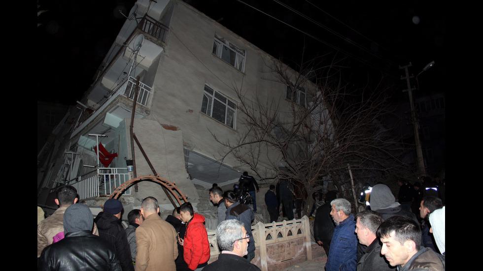 22 загинали и над 1030 ранени след земетресението в Турция