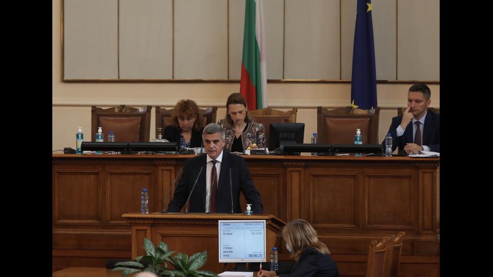 Изслушват служебния премиер в парламента