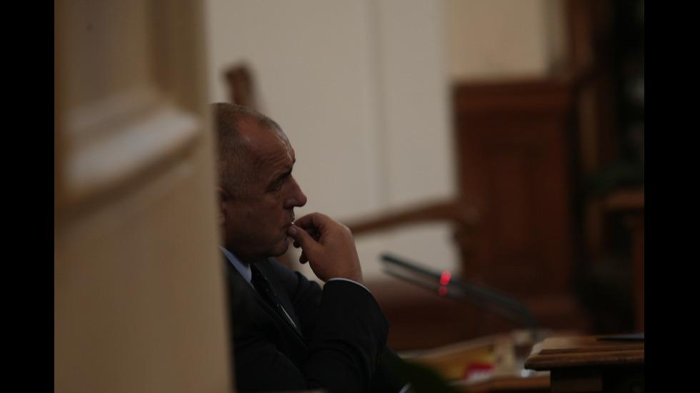 Бойко Борисов представя оставката на кабинета в НС