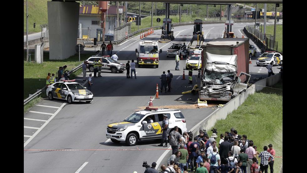 Хеликоптер се разби в камион в Бразилия