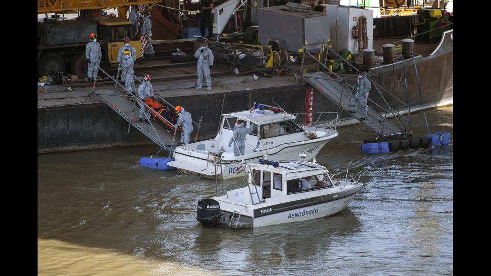Вадят корабчето, което потъна в Дунав при Будапеща