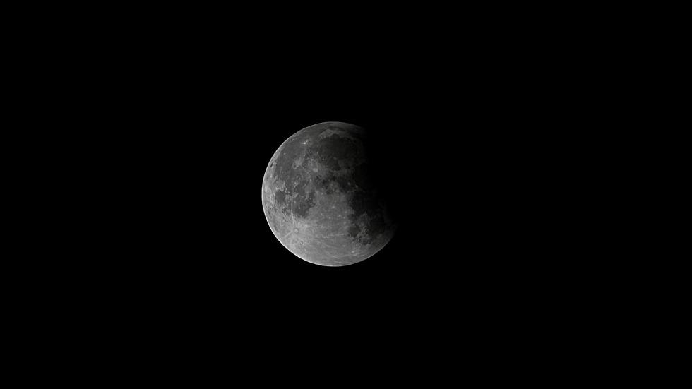 Наблюдавахме частично лунно затъмнение