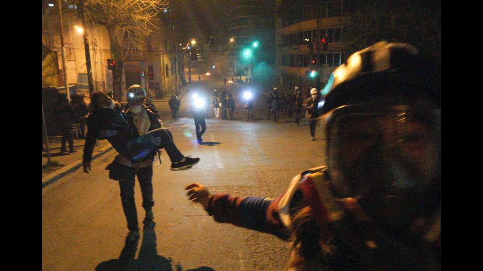 Протести в Боливия, разгневена тълпа унизи кметица