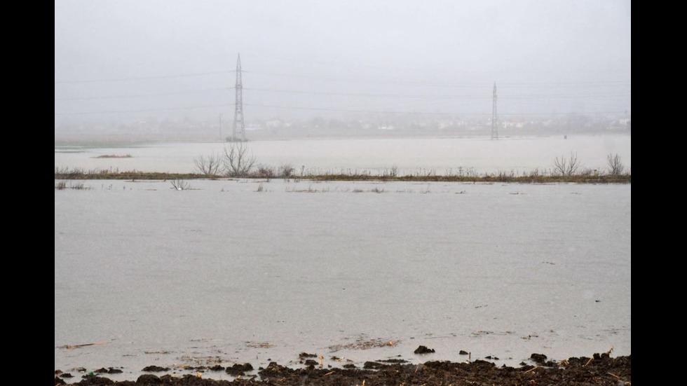 Стадионът в Требич е наводнен от пороите