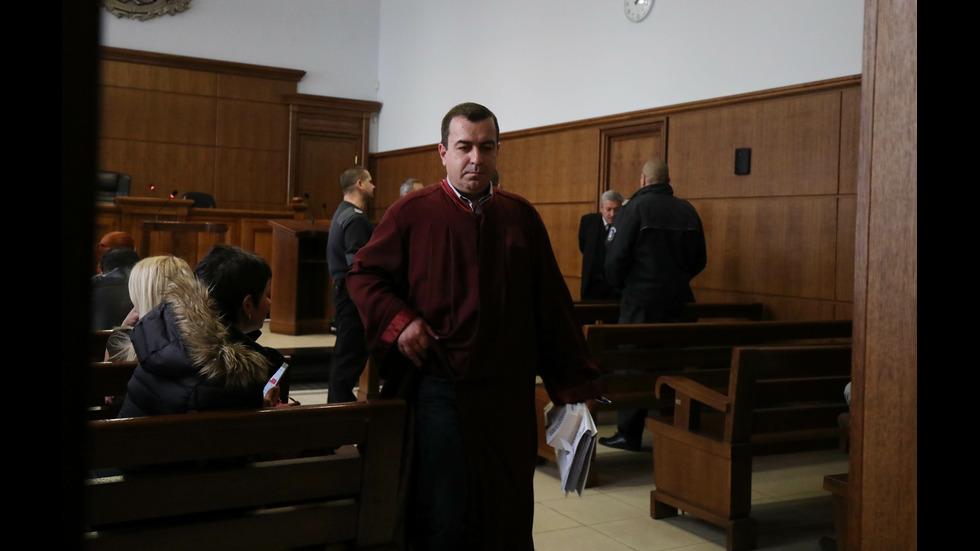 Обвиненият за четворното убийство в Нови Искър - в съда