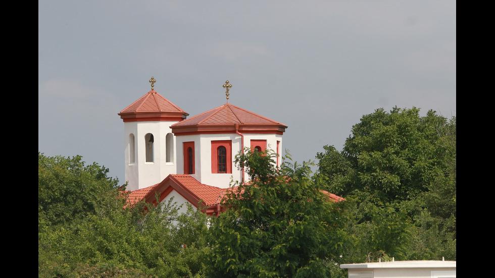 Освещаване на нов храм в село Волуяк