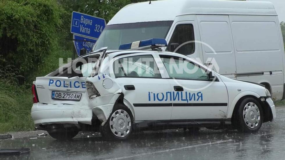 Камион блъсна патрулка на пътя Варна - София