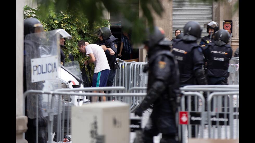 Заради протестите в Каталуния: Отмениха десетки полети в Испания
