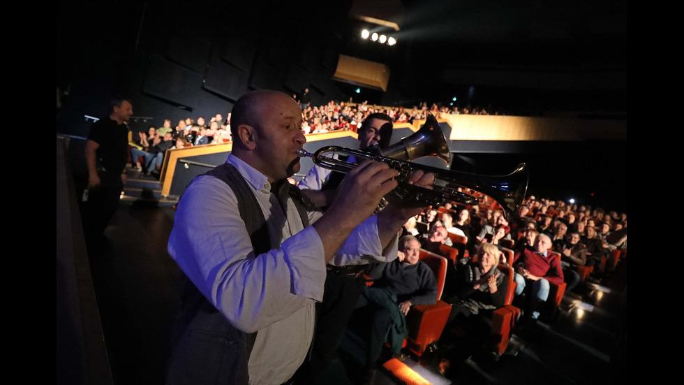 Горан Брегович изправи на крака публиката в София