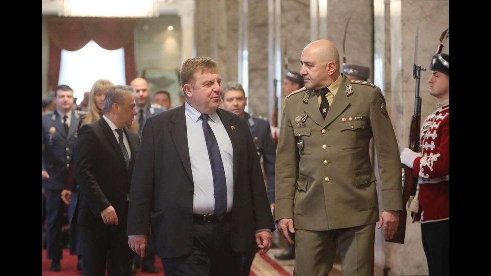 Президентът Румен Радев произведе в звание висши офицери
