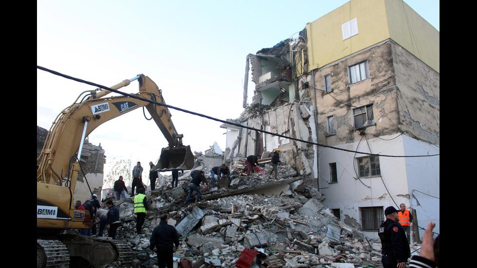 Щетите след силното земетресение в Албания
