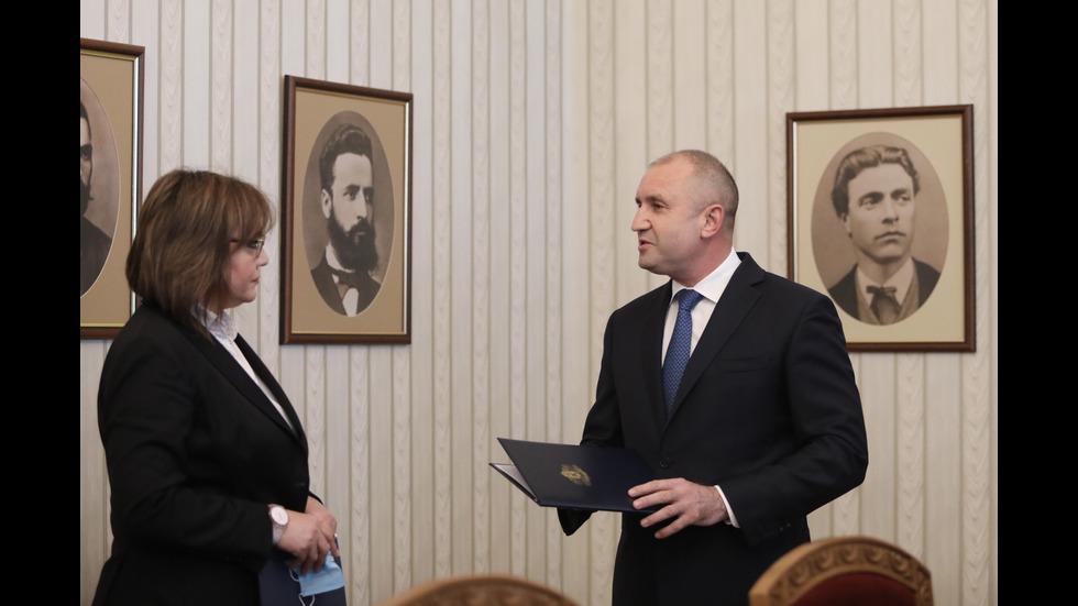 Президентът връчи мандата на БСП, Нинова го върна
