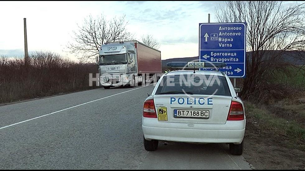Три автомобила се сблъскаха на пътя София-Варна