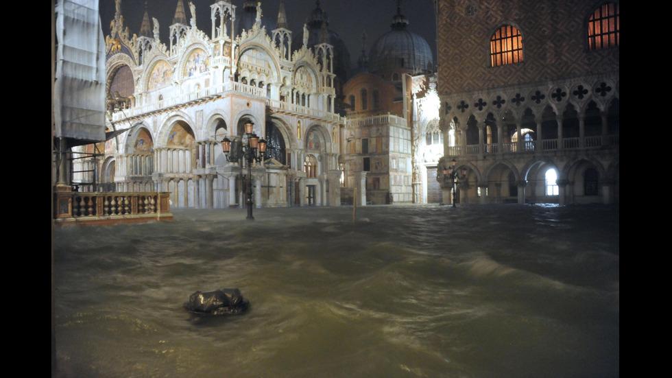 Очаква се ново покачване на водата във Венеция