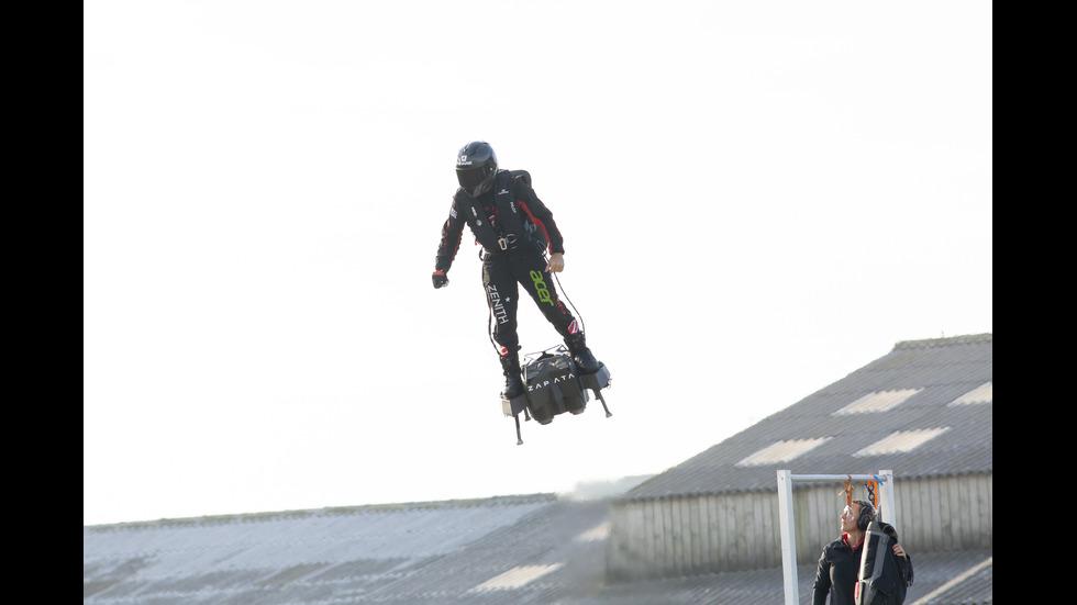 """""""Летящия човек"""" премина над Ламанша с флайборд"""