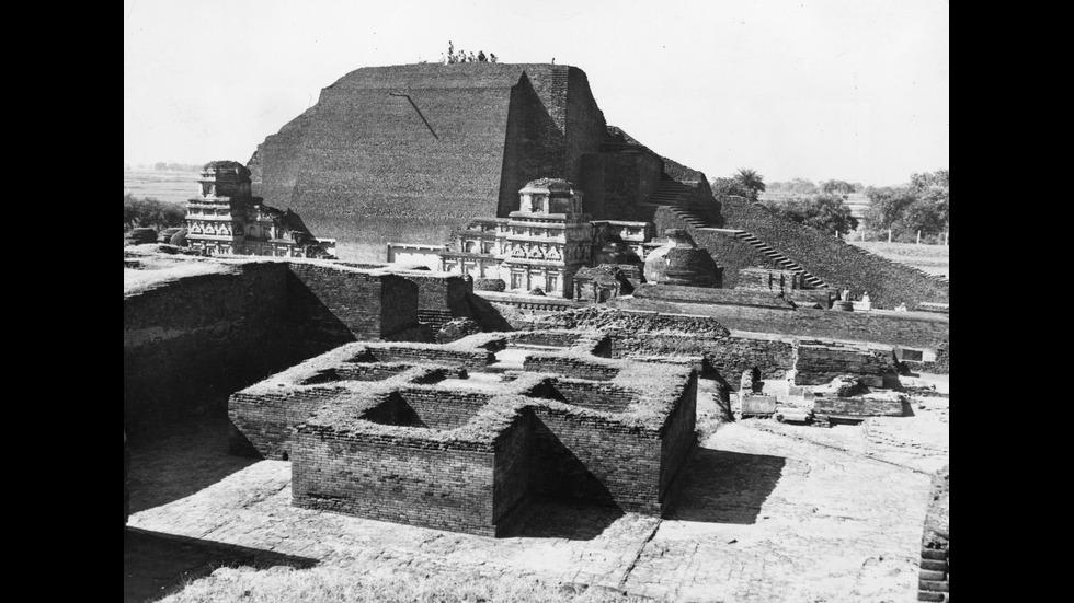 Кой е един от най-големите университети на древността?