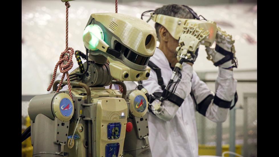 """Роботът Фьодор повтори думите на Гагарин: """"Готов. Поехали, поехали!"""""""