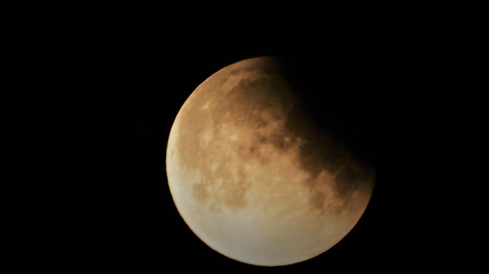 """Частичното лунно затъмнение в """"Моята новина"""""""