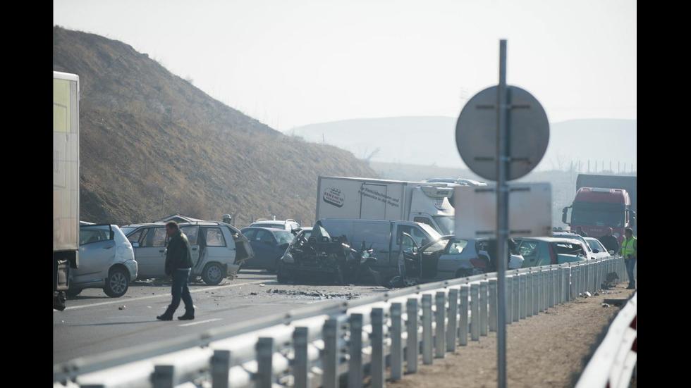 Тежка верижна катастрофа край Сандански, има жертав и ранени